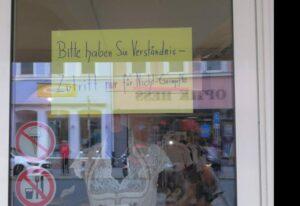 """Wer geimpft ist, darf den Trachtenladen """"Wolperdingar"""" nicht betreten!"""